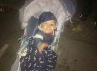 Близ одесского «Привоза» нашли брошенную детскую коляску с малышом