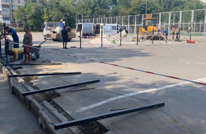 Возле одной из одесских школ началось строительство роллердрома