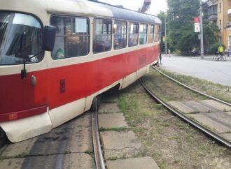 На Пересыпи в Одессе сошел с рельсов трамвай