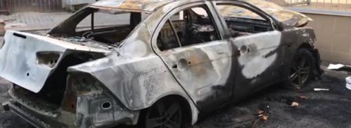 В Одессе ревнивец, чтобы насолить экс-супруге, поджег ее машину