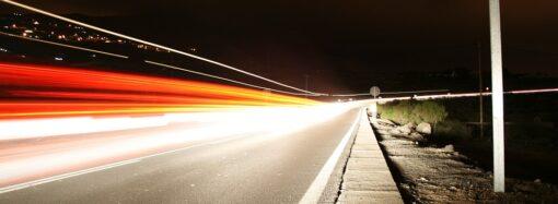 Возмущают водители-нарушители и ямы на дорогах: куда обращаться?