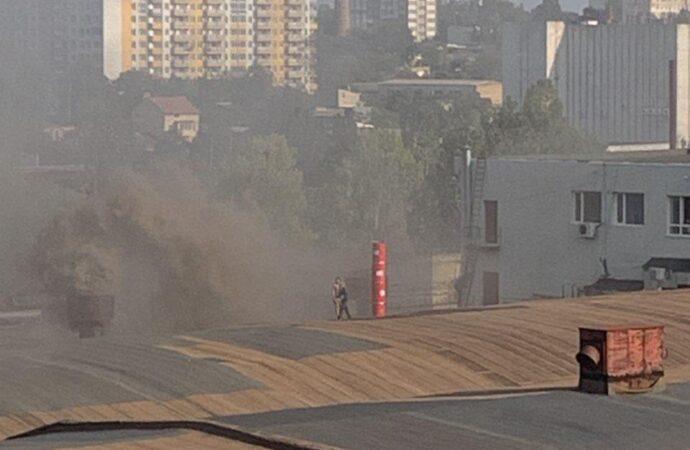 Дым столбом: на одесской Молдаванке случился пожар (видео)