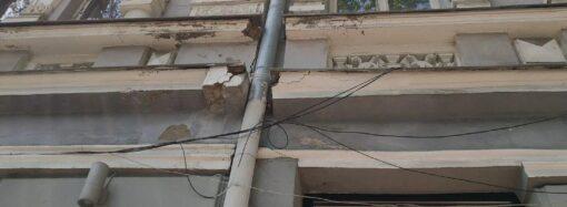 Одесситы бьют тревогу: под угрозой – историческое здание в центре