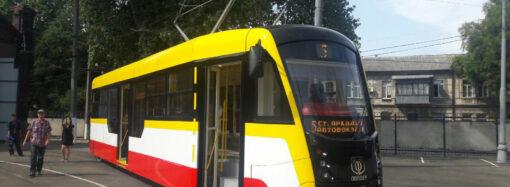 В Одесі з трамвая випав 7-річний хлопчик: внаслідок цього заблокували рух трамваїв