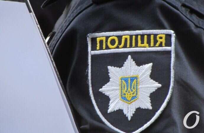В Одесі біля ресторану правоохоронці виявили сім чоловіків зі зброєю