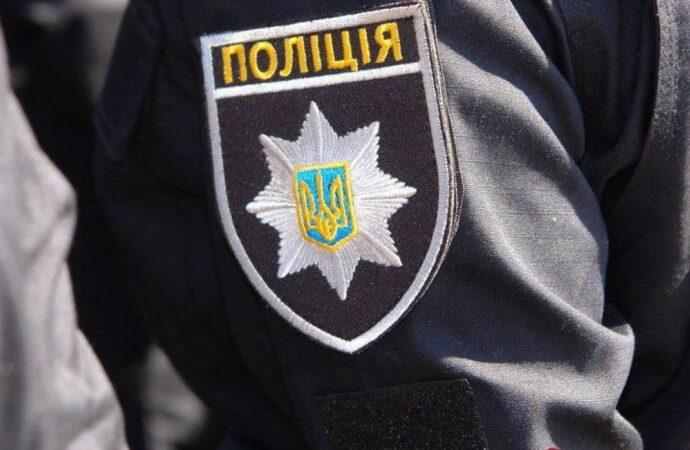 Полиция как божество: одесский полисмен засветился с бутылкой за рулем (видео)