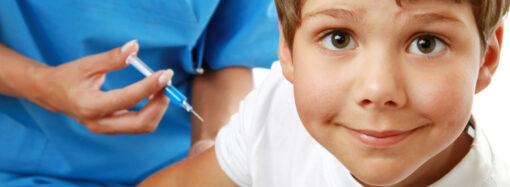 Обязательные прививки школьникам. Что следует знать родителям?