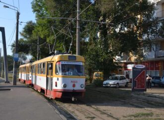"""Ради студентов и школьников в Одессе """"спаровали"""" трамваи"""