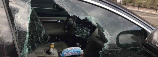Одессита заставили заплатить за разбитое окно его автомобиля