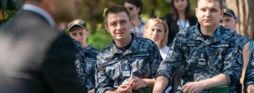 Зеленский пообещал освобожденным из плена морякам квартиры в Одессе