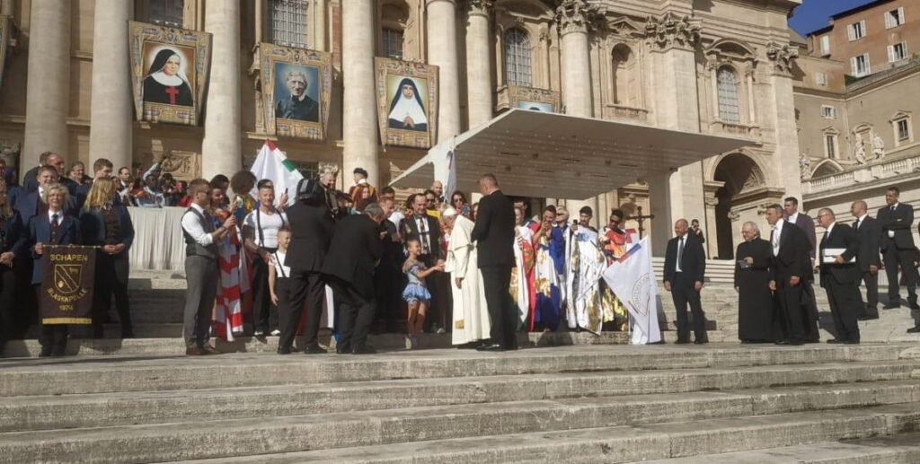 Папа Римский благословил юную гимнастку из-под Одессы