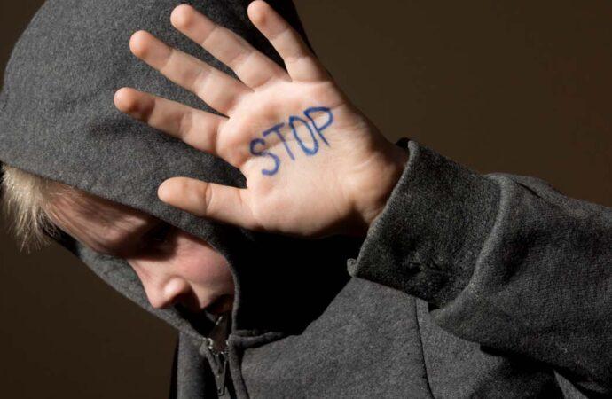 На Одещині група підлітків зґвалтувала 12-річного хлопця: підозрюваних у справі досі немає