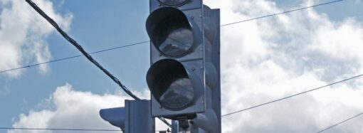 Одесских водителей предупредили о неработающих светофорах