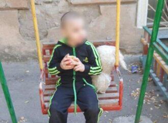 Вдома били та погано доглядали: в Одесі трирічний хлопчик втік з дому
