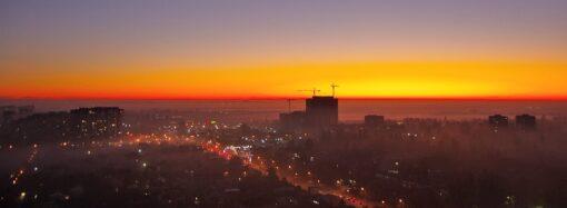 В Одесі сфотографували мальовниче явище: місто огорнув густий туман (фото)