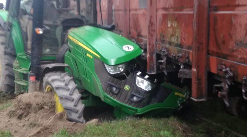 Трактор оказался разбит всмятку