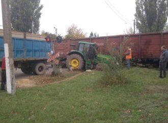 В Одесской области трактор разбился всмятку, влетев в движущийся поезд (фото)