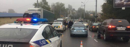 На Ивановском мосту в Одессе авария при участии 6 машин: двое человек пострадали