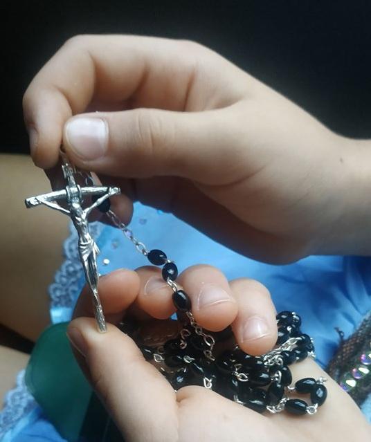 На удачу Папа Римский подарил Софии крестик