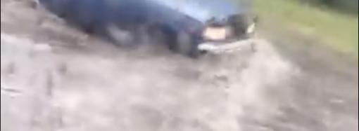 Ливень в Одессе частично затопил и затруднил проезд на Таирова