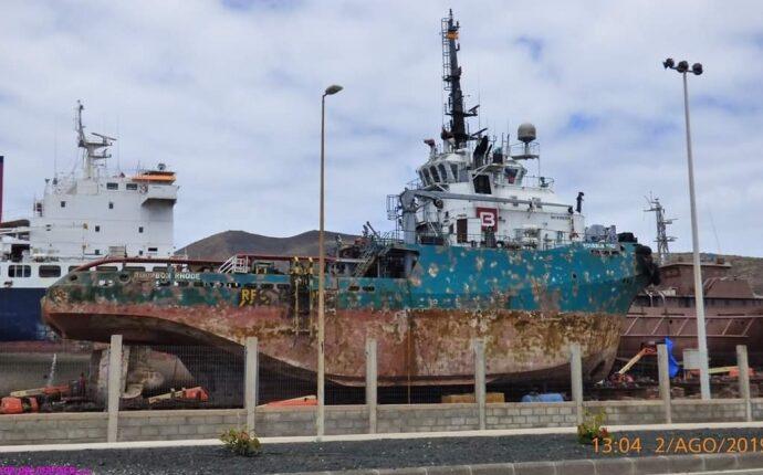 Зеленский попросил Макрона продлить поиски украинских моряков в Атлантическом океане