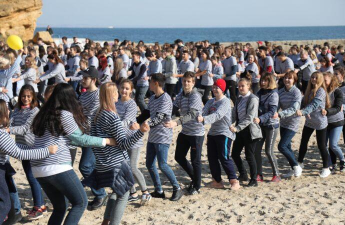 Понад тисяча людей у тільниках: в Одесі студенти встановили одразу два рекорди