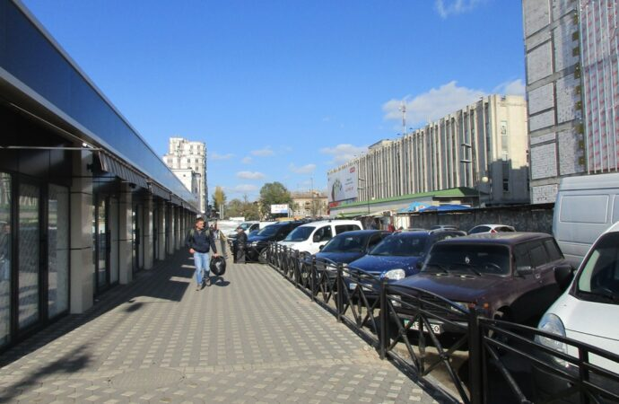 К выходным закончат ремонт Екатерининской у Привоза: водителей и пешеходов ждут сюрпризы