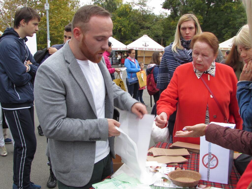Филипп Николаев предлагает заменить полиэтиленовые пакеты на эко-пакеты