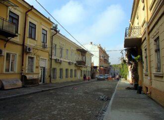Воронцовский переулок в Одессе уже стал проходимым и частично проезжаемым (фото)