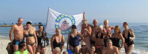 В Одессе стало больше желающих закаляться: моржи искупали новичков на Ланжероне (фото)