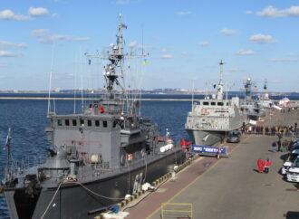 На одесском морвокзале стало сложнее передвигаться: территорию оградили из-за кораблей НАТО (фото)
