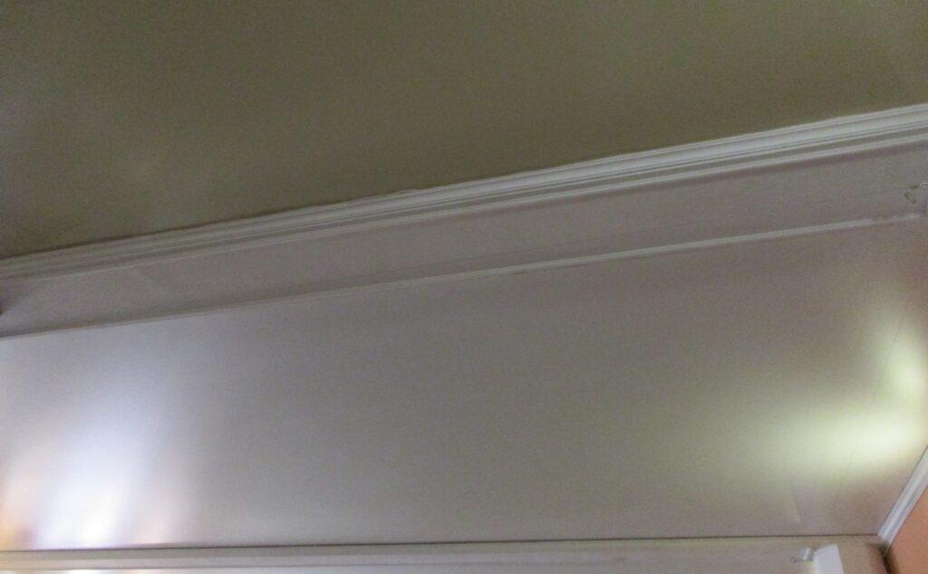 Идет замена потолка