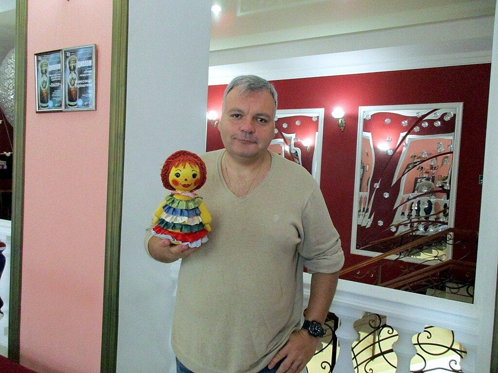 Юрий Ющенко со своей помощницей Ксюшей