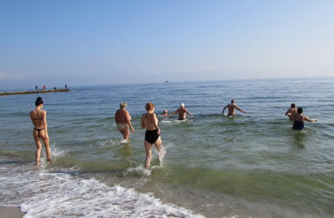 Крещенские купания в Одессе: где и по каким правилам можно искупаться в море 19 января