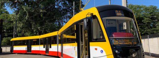 Самый длинный в Украине: в Одессе проходят тестовые испытания нового трехсекционного трамвая