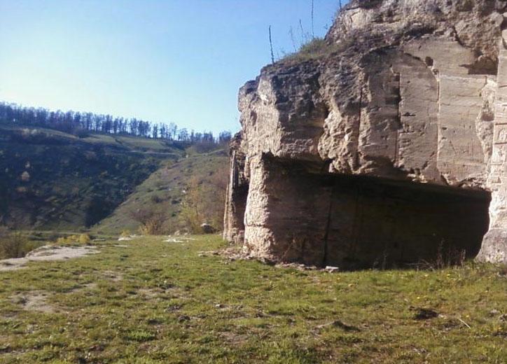 «Пещера имеет два яруса»