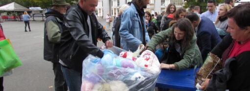 Высадка деревьев, тонна собранных пакетов и съедобная посуда: как прошла эко-акция в одесском парке (фото)