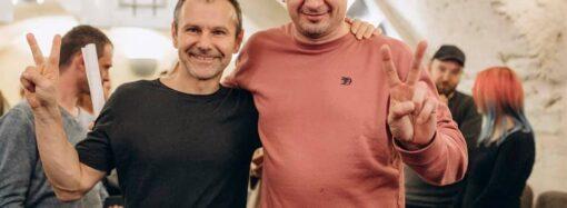 Выходные в Одессе: Вакарчук дал концерт в благодарность узникам Кремля, а Сенцов искупался в море