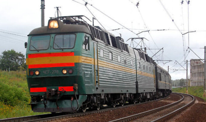Подросток на Одесской железной дороге чудом выжил после селфи на крыше поезда