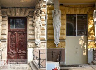 Историческое здание в центре Одессы «украсили» нелепой дверью