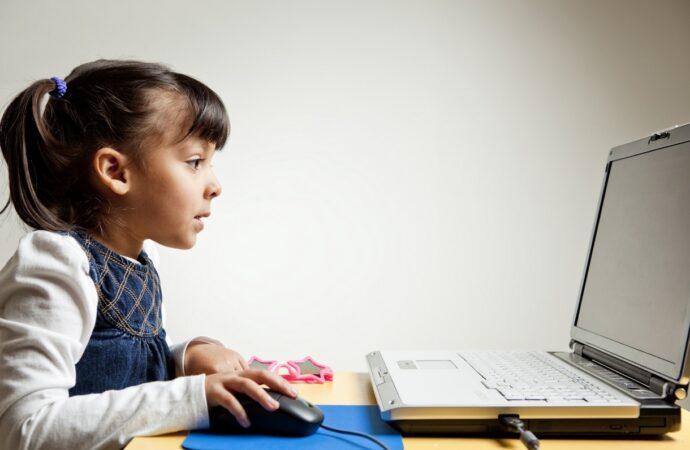 Міносвіти захищатиме дітей в Інтернеті: для батьків та дітей створили опитування