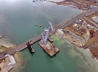 Ремонт понтонного моста под Одессой обещают завершить на месяц раньше