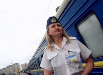 """Одеських провідників зобов'язали говорити українською: """"Укрзалізниця"""" назвала це дискримінацією"""