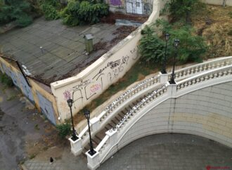 Одесский мост Коцебу пострадал от рук вандалов
