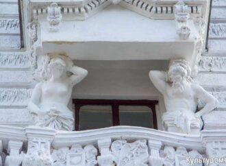 Скульптуры без глаз и кариатида безликая: как «отреставрировали» одесский Пассаж