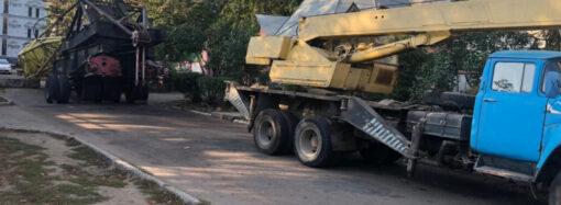 Упавший кран перекрыл в Одессе проезд на Фонтане