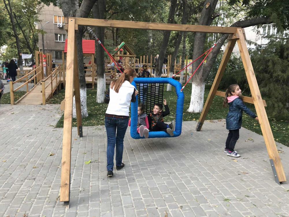 Інноваційна гойдалка наразі є єдиною в Одесі.
