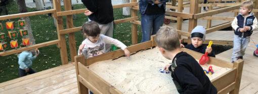 З пандусами та без пластику: в Одесі створили інклюзивний дитячий майданчик