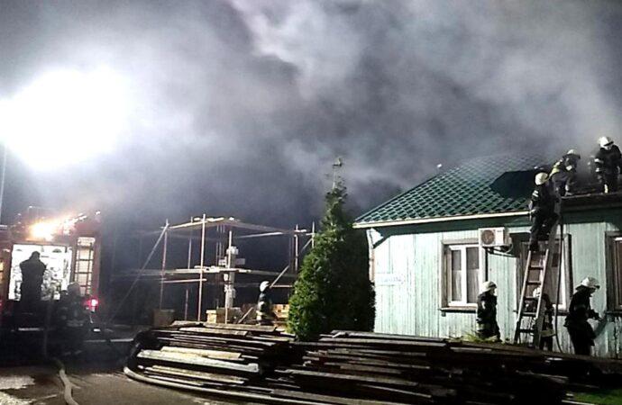 Огонь в Свято-Иверском мужском монастыре тушили 11 пожарных машин