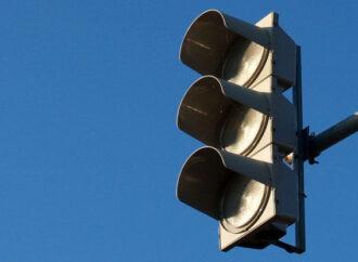 В Одессе автомобилистов просят быть осторожными на перекрестке с неработающим светофором